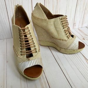 Chinese Laundry Platform Wedges Size 10M